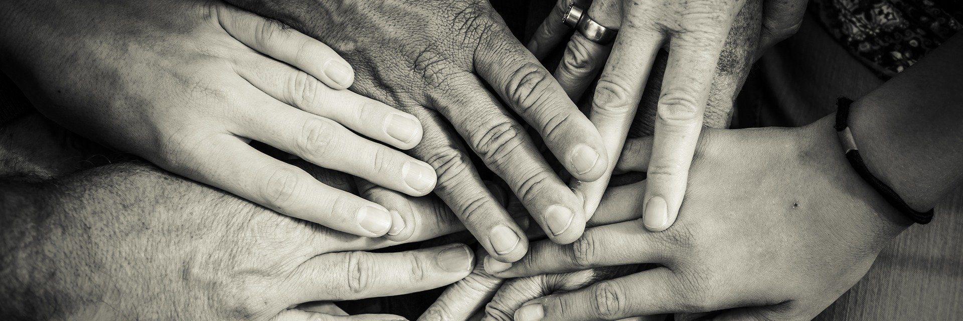 Hands 4114905 1920